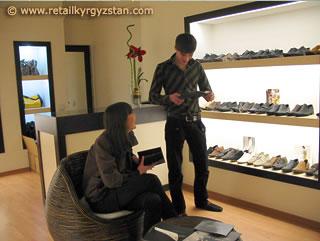 Интерьер обувного магазина «DEBUT» в Вефа-центре