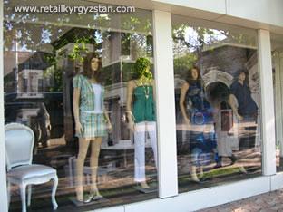 Дизайн витрины закрытого типа магазина молодежной одежды KOTON
