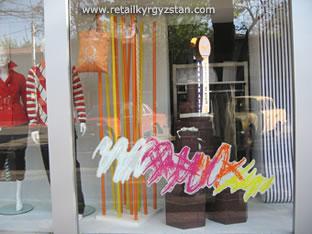 Товаро-сюжетное оформление витрин магазина «United Colors of Benetton»